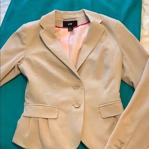 H&M beige fitted blazer